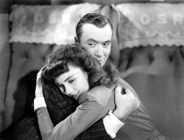 Jennifer Jones e Charles Boyer - Cluny Brown - screenshot 12