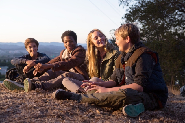 "M284 	(Left to right.) TEO HALM, ASTRO (BRIAN BRADLEY), ELLA LINNEA WAHLSTEDT and REESE HARTWIG star in Relativity Media's ""Earth to Echo. "" © 2013 Relativity Media, LLC. All Rights Reserved. Photo Credit: Peter Iovino"
